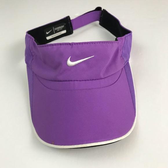 14aa023bd79 Nike Womens Featherlight Drifit Purple Visor Hat. M 5aa68cd5077b97f3b4218d5f